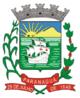 """O escudo sanifico, usado para representar o Brasão de Armas de Paranaguá, foi o primeiro estilo de escudo introduzido em Portugal, por influência francesa, mostrando aqui a raça latina colonizadora, que foi a principal formadora da nacionalidade brasileira.  A coroa é o símbolo universal dos brasões do domínio, classifica a cidade que representa a Segunda grandeza, ou seja, sede da Comarca.  O mar, a caravela e a cruz são um chamado ao passado, para lembrar a época de colonização, quando a baía de Paranaguá vieram aportar as caravelas lusitanas.  O Escudo é formado pela coroa com oito torres de prata, um campo verde com uma caravela navegando sobre as ondas de prata na cor preta, ostentando nas velas a Cruz de Cristo, em vermelho e uma faixa em azul com o perfil de uma ilha, um sol nascente em ouro. Como suporte temos à esquerda uma haste de cana, e à direita um galho de café entrecruzados na ponta, sobre os quais está uma faixa em vermelho, contendo em letras de prata o nome """" Paranaguá"""" contornados pela data de """" 29 de julho de 1648"""".  O mar significa ira freada, benignidade ou liberdade; e a caravela, """" ânimo forte"""" - que resiste aos mais graves perigos da guerra e à adversidade da vida . (Fonte: Projeto Onze)"""